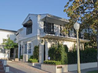 Kenmore Mews - Hollywood / Los Feliz Triplex - Los Angeles vacation rentals