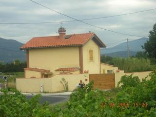Villa with separated appartment and swimming pool - Arles-sur-Tech vacation rentals