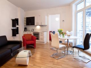 Central - opposite HUGE PARK + BALCONY -  sleeps 4 - Berlin vacation rentals
