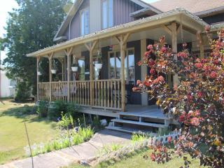 Gite Dame Clo  Bed & Breakfest  BLEU ROOM - Quebec vacation rentals