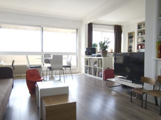 FAMILY APARTMENT WITH AMAZING VIEWS OF PARIS - Paris vacation rentals