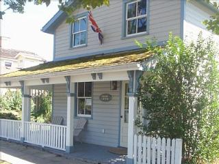 Historic Cottage Just Steps Away from the Main St - Niagara-on-the-Lake vacation rentals