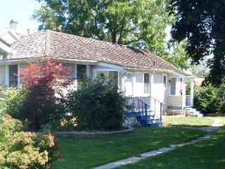 Superb Cottage in the Heart of Niagara on the Lake - Niagara-on-the-Lake vacation rentals