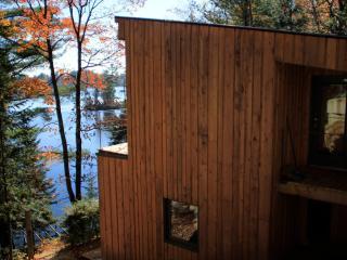 Beautiful lakefront chalet  *** wifi + Smart HDTV*** - Sainte-Marcelline-de-Kildare vacation rentals