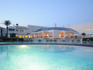 1 Bedroom Townhouse in an exclusive 5 Star Resort - CARVOEIRO - REF. VDO110142 - Carvoeiro vacation rentals