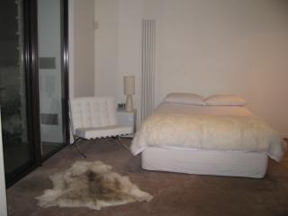 ARCHITECTURAL 4 LEVEL ST KILDA HOME - Melbourne vacation rentals