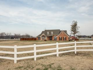 Relaxing Country Retreat with City Amenities - McKinney vacation rentals