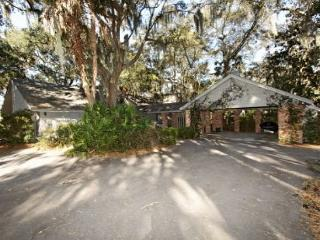 Cozy 3BR/2BA Charming Sea Pines Home with Location Across from Beach Club - Sea Pines vacation rentals