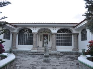 Amazing 3 bedroom house with pool and Driver - Quito vacation rentals
