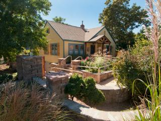 Cottage HI DA WAY, near University of Denver - Denver Metro Area vacation rentals