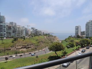 Ocean View,TV,Wi-Fi, Balcony, Larcomar Mall - Lima vacation rentals