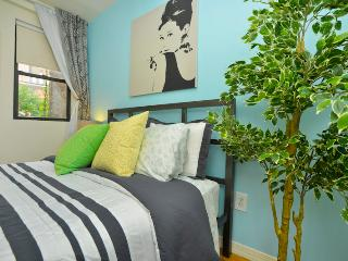 OASIS  2 BDRM  2 bath  + Garden - New York City vacation rentals