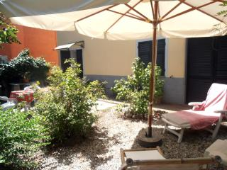 Cute apartment with garden, beach at 1,5 km - Chiavari vacation rentals