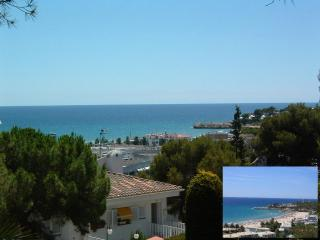 Spacious apt.seaview,4min walking to beach,pool. - Tarragona vacation rentals