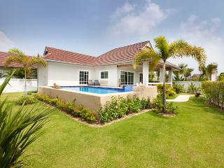 beautiful villa in quiet new resort - Hua Hin vacation rentals