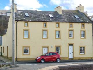 SUNDOWN, spacious, end-terrace cottage, harbour views, close to amenities, in Maryport, Ref 904888 - Maryport vacation rentals