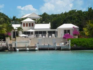 Casa Ananas at Chalk Sound, Turks and Caicos - Oceanfront, Cooling Sea Breezes, Pool - Turks and Caicos vacation rentals
