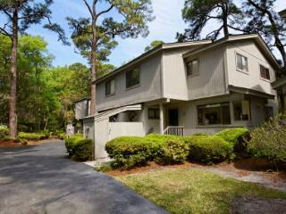 Unique 2BR/2.5BA Villa Just Outside Sea Pines is Ideal for Young Family or 2 - Forest Beach vacation rentals