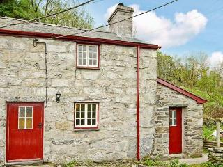 BWTHYN CRWBAN, stone-built, traditional accommodation, woodburner, pet-friendly, in Penmachno, Ref 25711 - Conwy County vacation rentals