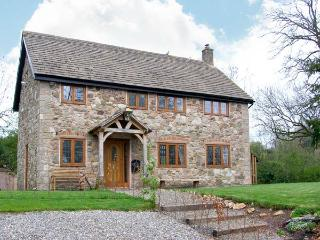 ABBOTT'S RETREAT, pet-friendly, WiFi, woodburner, en-suite access, detached cottage near Bishop's Castle, Ref. 30240 - Lower Wood vacation rentals