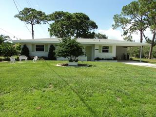 Front of home - BEAUTIFUL HOME ON OYSTER CREEK DRIVE ENGLEWOOD FL - Englewood - rentals