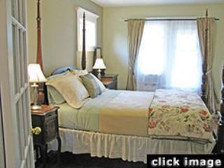 Toronto Guest Suites-Wisteria Apartment -1 bedroom - Toronto vacation rentals