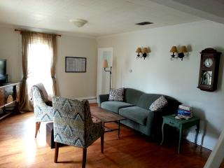 Charming 3 Bed, 2 BR in Historic District - Mid-Coast and Islands vacation rentals
