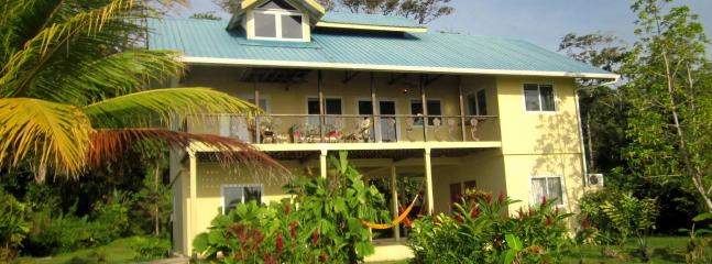 Casa De K Beach House, beachfront, a/c, hot water and wireless internet - Perfect for Families, Surfers and Nature-Lovers!! - Bocas del Toro - rentals