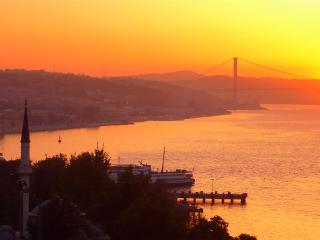Sweeping Bos Views frm Spacious Central Flat - Istanbul vacation rentals