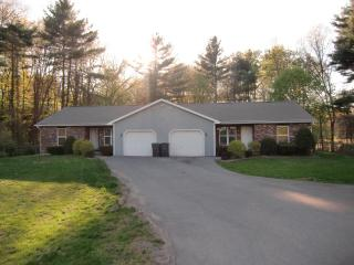 ENCHANTING Appartment - 2 BR / Saratoga Race Track - Clifton Park vacation rentals
