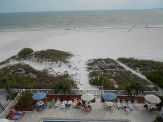 Panoramic Gulf views, north end 2 BR, Oct 10 - 17 - New Smyrna Beach vacation rentals