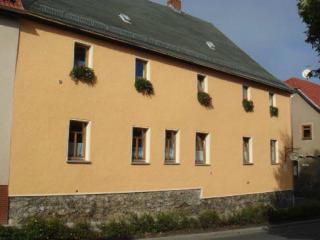 Vacation Apartment in Auma - 603 sqft, quiet, comfortable, bright (# 5124) - Thuringia vacation rentals