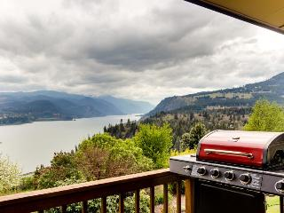 2 decks w/Columbia River views, game room - White Salmon vacation rentals