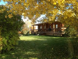 Mountain Views, Peaceful with All of Your Comforts - Manhattan vacation rentals