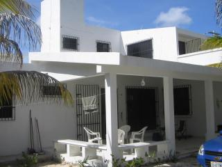 White house 2 minutes from the beach! - Chelem vacation rentals