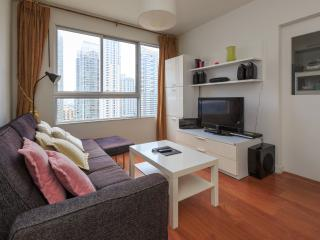 Vacation Downtown, Near Park &BTS (Pool + Wifi) - Bangkok vacation rentals