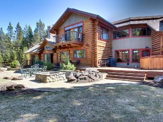 Mountain views, private patio and firepit with room for 10! - Sunriver vacation rentals