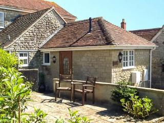 THE OLD SCHOOL HOUSE, ground floor apartment, romantic retreat, shared lawned garden with summerhouse in Mere, Ref 911838 - Mere vacation rentals
