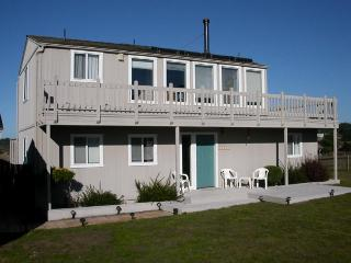 Pet-friendly home for 4 w/ocean views & patio; fireplace - Mendocino vacation rentals