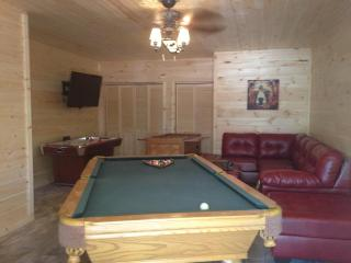 New Luxury 4BR Log Home- Hot tub/ Great Game Room - Branson vacation rentals