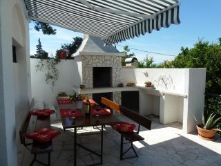 Apartment Vanda, Splitska, Brac, 30m from beach! - Splitska vacation rentals