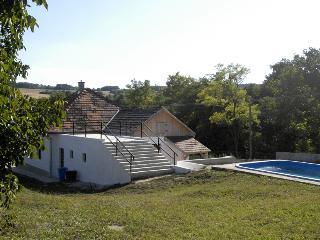 Piros Pipacs ház - Szakacsi vacation rentals