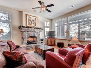 ALLEGRA LANE: 4 Bed/3.5 Bath, 2 Car Garage, W/D, Steps from the Blue River-Private Hot Tub-Sleeps 10 - Silverthorne vacation rentals
