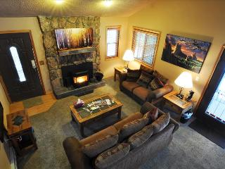 SILVERHEELS: 3 Bed/2 Bath Close to all Summit County Ski Areas, Private Hot Tub, Heated Garage, W/D - Silverthorne vacation rentals