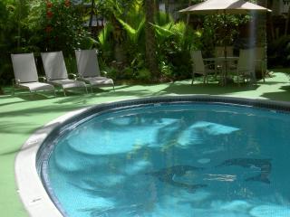 Renovated condo in the Hawaiian Resort - Honolulu vacation rentals