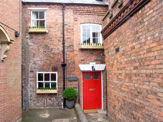 OLD SORTING OFFICE, Sky Sports, hot tub, character features, WiFi, pet-friendly, in Hawarden, Ref. 29375 - Hawarden vacation rentals