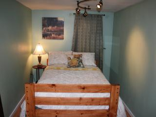 3BR1BA Single-Family Home Close to All Attractions - Eagle River vacation rentals