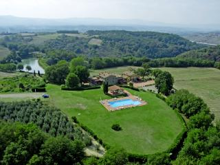 Colline House, in Tuscany, Residence Il Palazzo - Castelfranco di Sopra vacation rentals