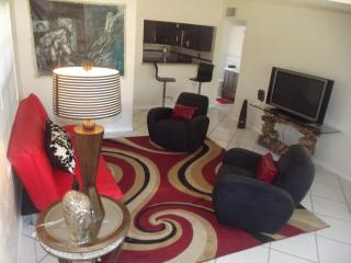 Boutique Style Three Bedroom Vacation Home - Hollywood vacation rentals