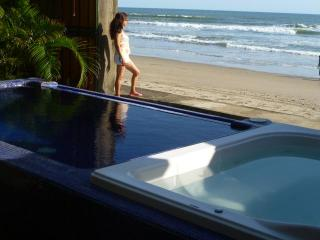 CASA DANIEL -    BEAUTIFULL OCEANFRONT HOME - Pochomil vacation rentals